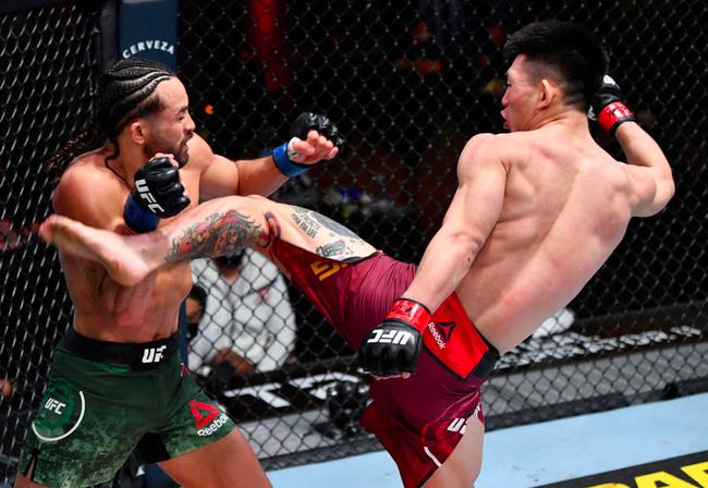 宋亚东一致判定不敌菲利普斯 吃UFC首场败绩