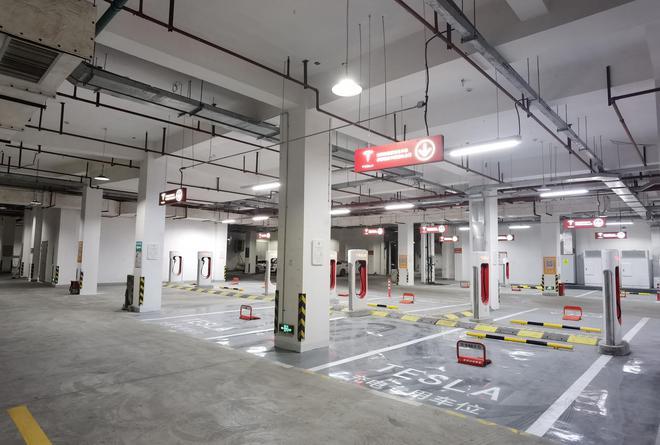 5分钟百公里!浦东最大特斯拉V3超级充电站已全面开放
