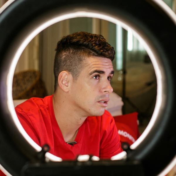 奥斯卡:巴西对在中国踢球人有偏见 有的国脚不如我