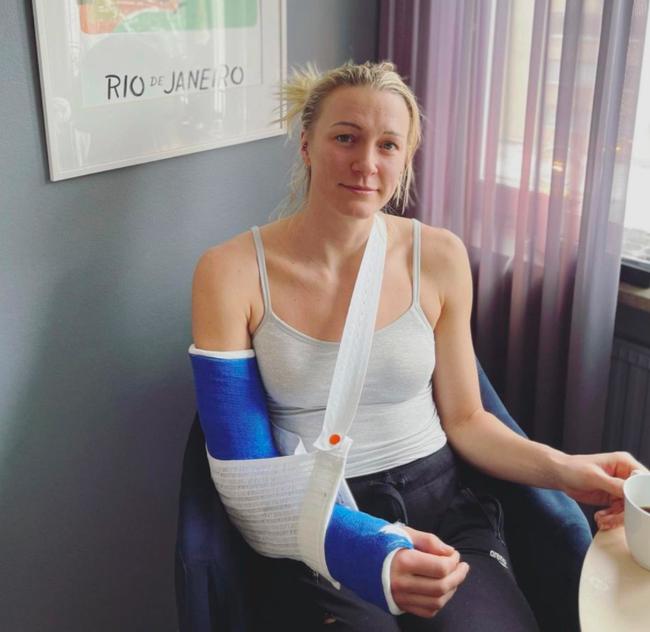 女子蝶泳世界头号选手意外断肘 东京奥运争金难了
