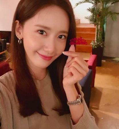 允儿出道12年终演电影女主角 泰妍娇羞挺队友