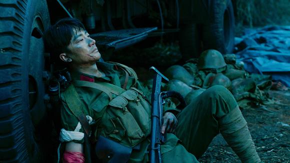黄轩零片酬出演冯小刚电影 《芳华》最新票房破4亿