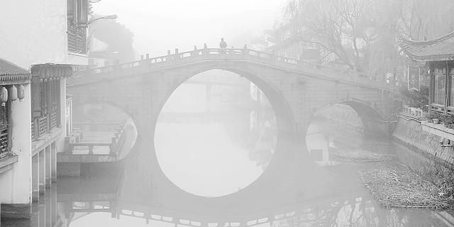 大雾袭城,七宝古镇宛若仙境