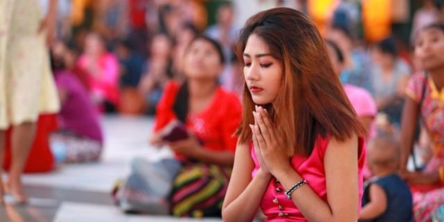 虔诚的缅甸人