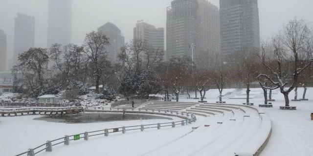 大连终于迎来大雪