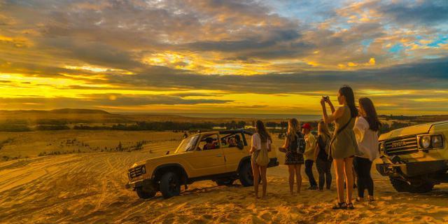 在越南美奈白沙丘看日出