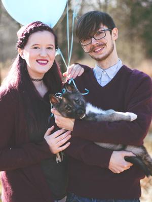 情侣跟狗宝宝拍写真