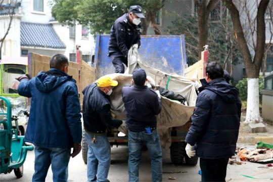 梅荆三社区整治地下车库 消除安全隐患