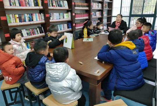 梅荆三社区丰富学生寒假生活