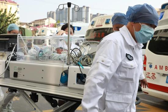 江南大学附属医院首例超低体重新生儿出院啦!