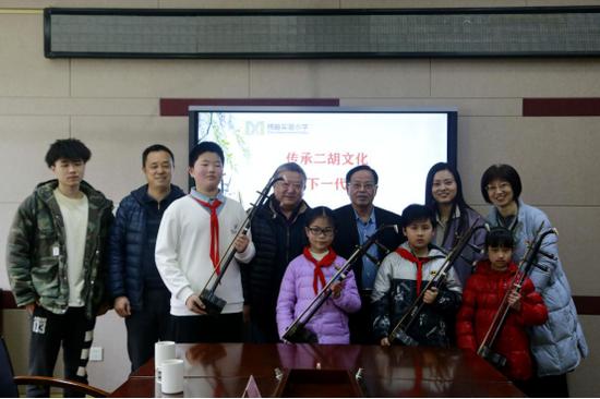 传承二胡文化 关心下一代成长