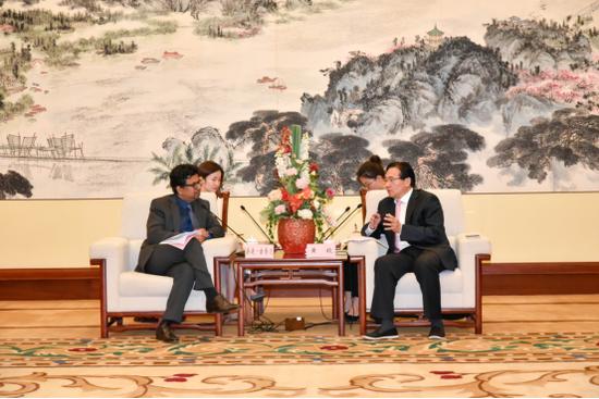 桑迪·古普达先生与黄钦市长会面