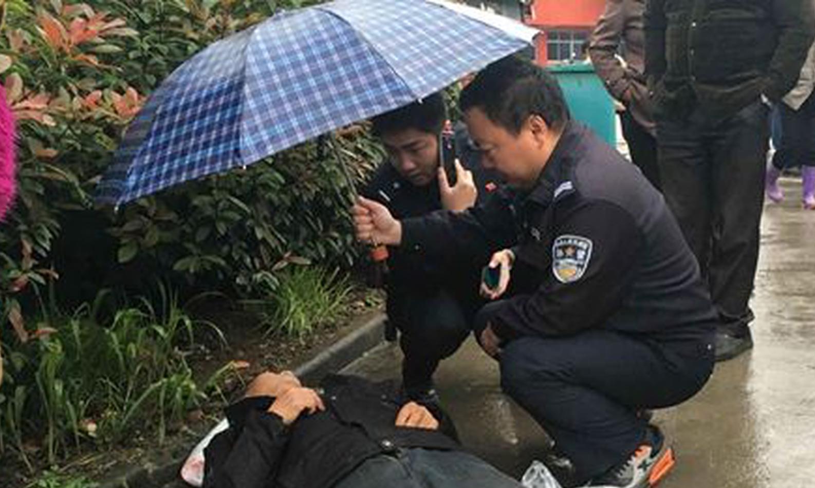 男子发病倒在千里之外 妻子报警合肥警方紧急救人