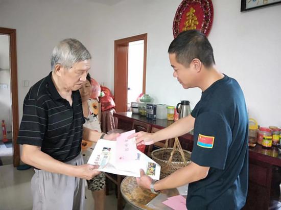 梅三社区党总支坚持为民办实事