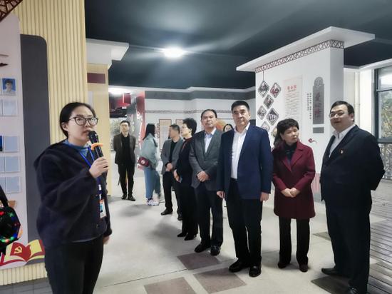 无锡市委宣传部部长袁飞赴宜兴宣讲党的十九届四中全会精神