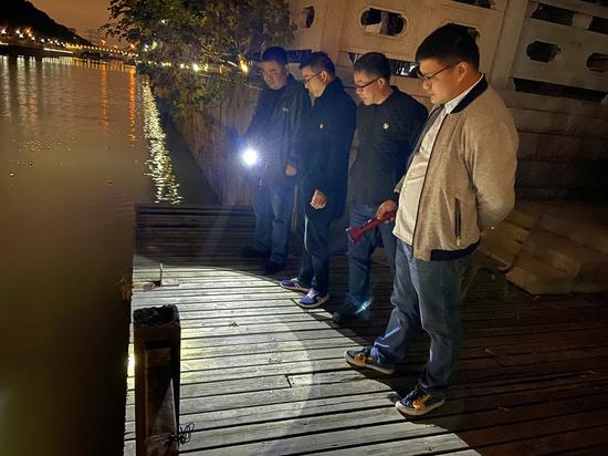 梅村街道农口夜查安全隐患促整改