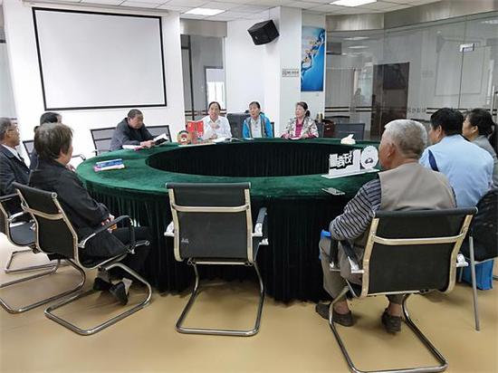 梅荆三社区开展慢性病防治讲座
