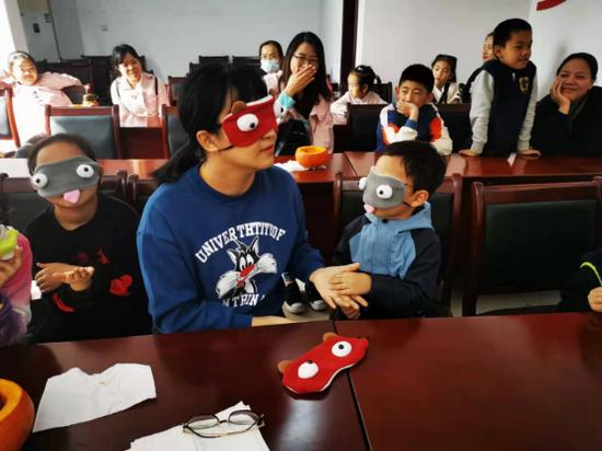 梅村街道香梅二社区举办亲子教育课堂