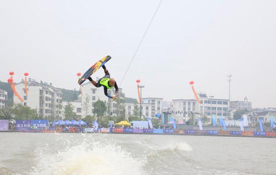 国际级滑水动作昨在宜兴启动体育引来游互动赛事观光羽毛球杀球四海方法图片
