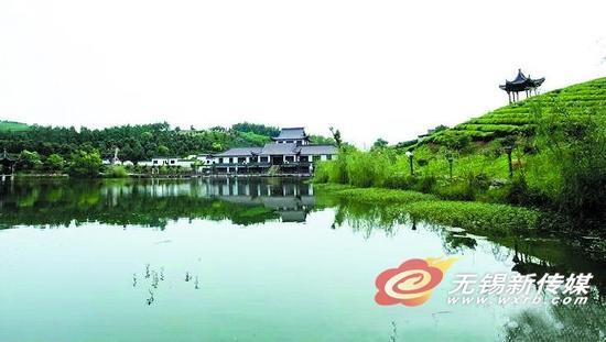 据介绍,白塔村濒临云湖风景区,近年来不断寻求富民强村之路,建起南