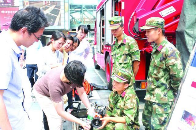 6月16安全生产宣传日 消防大队现场讲解防火常识