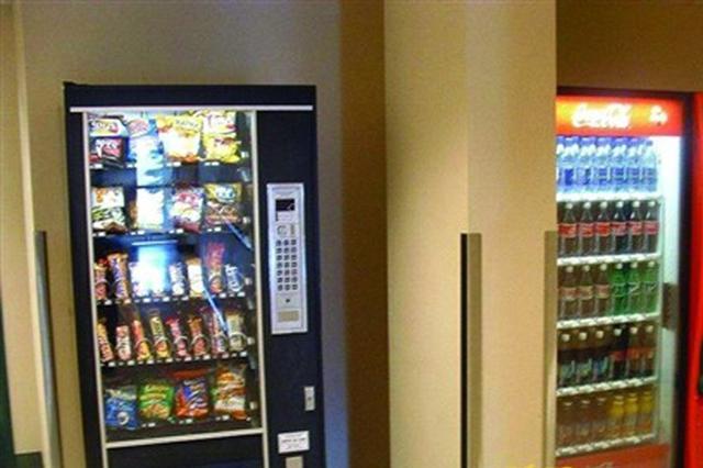 街头自助饮品受青睐 锡城首个自动售货机管理规定出台