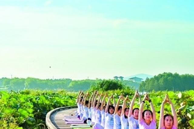秋天正是锻炼季 荣巷街道举办户外瑜伽展示活动