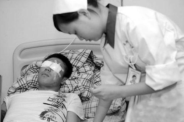 失明少年又得肾病 低保家庭难以为继