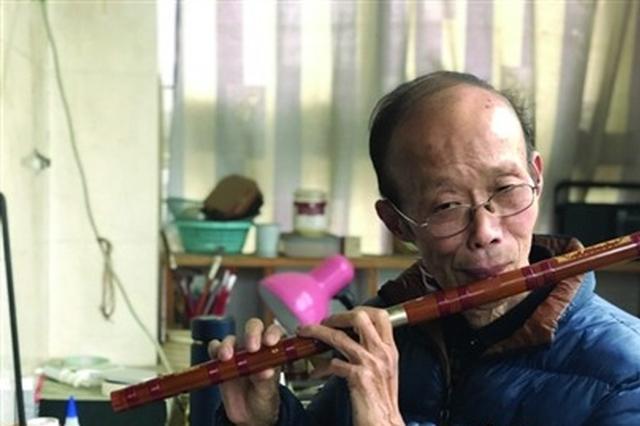 """锡城唯一的制笛作坊藏身梅村居民楼中 笛子成了他的""""生命"""""""