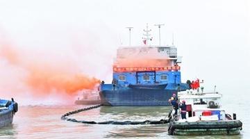 江阴海事举行水上搜救暨防污染综合演习