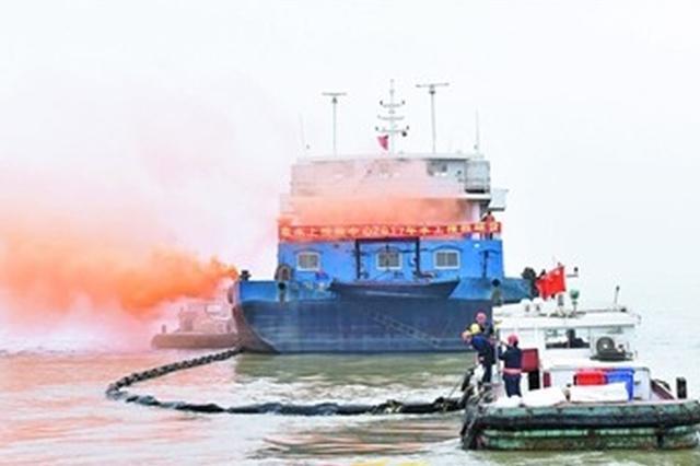 江阴海事举行水上搜救暨防污染综合演习 强化水上搜救防污队伍