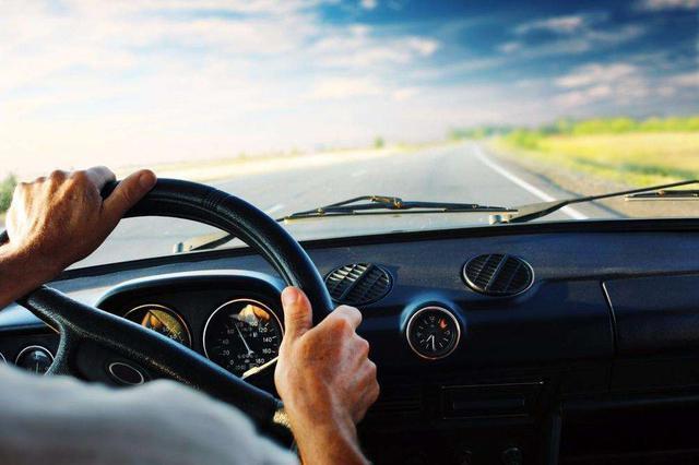 """""""学法免分""""实施一周 3800多名司机通过考试"""
