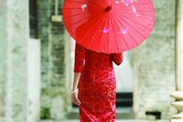 无锡60后阿姨穿旗袍游遍世界? 老公孩子不是生活的全部