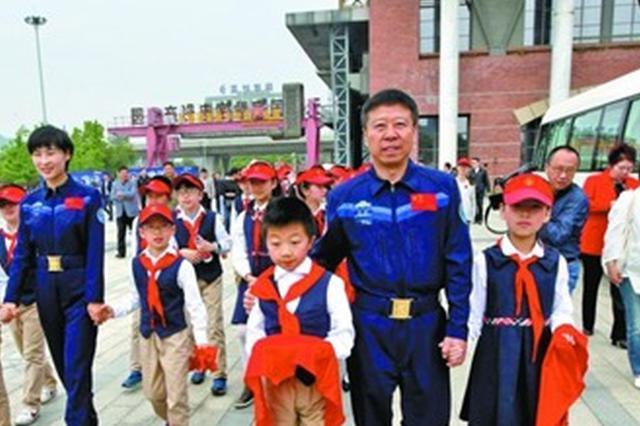 """首部""""航天员""""电视剧在锡开机 航天员刘旺刘洋亲临与市民谈"""""""