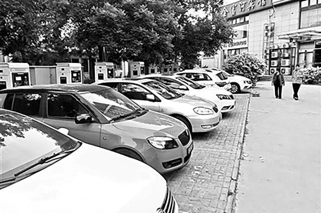 媒体探访多个公用充电站 使用率不足一成,燃油车占位严重