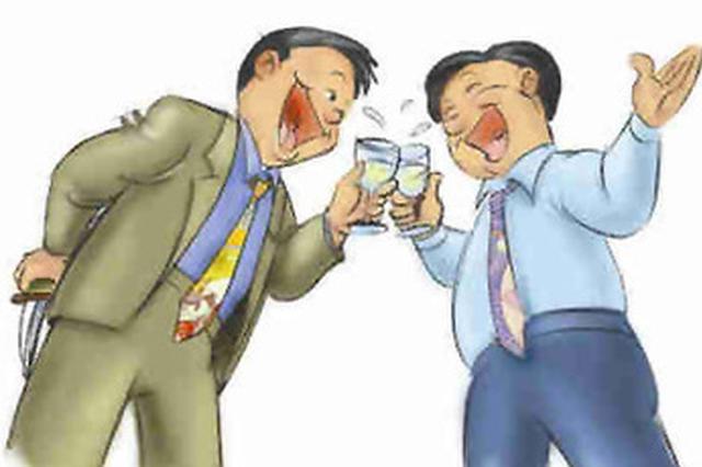 """男子喝酒抠喉引发食管撕裂 专家:""""抠喉""""催吐危险多"""
