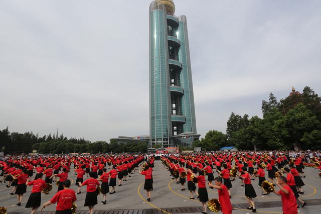 """首届""""中国农民丰收节""""江苏省主场活动在华西村举行"""