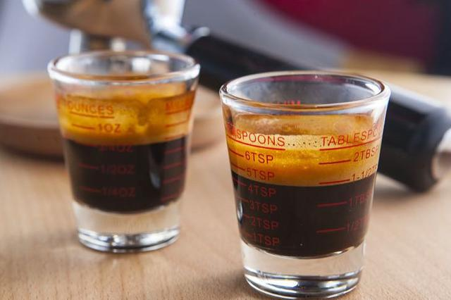 让人又爱又恨的咖啡因,摄入多少才健康?