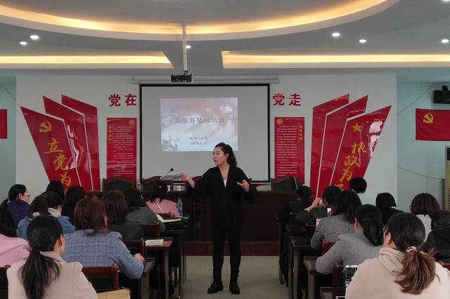 梅荆二社区开展高级育婴师培训活动
