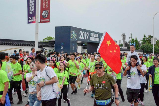 """2019鹅湖摇滚炫跑欢乐开跑 三千跑友""""约会""""最美花海步道"""