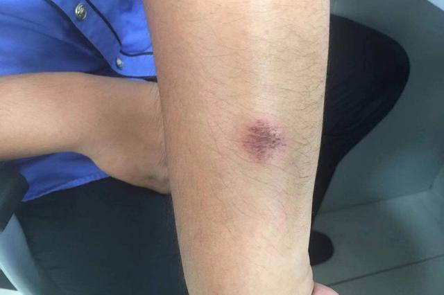 男子辱骂推搡城管 阻碍执法被行政拘留五日