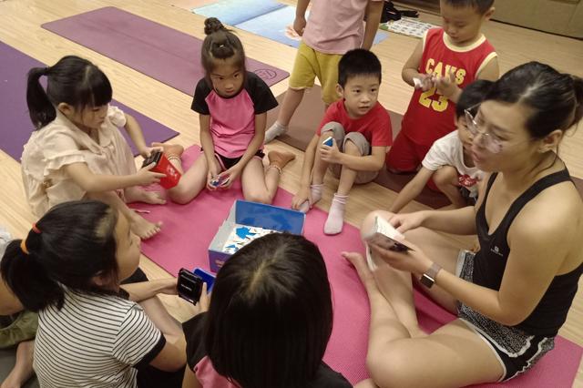 观湖社区筹建组第一期KID YOGA 圆满结束