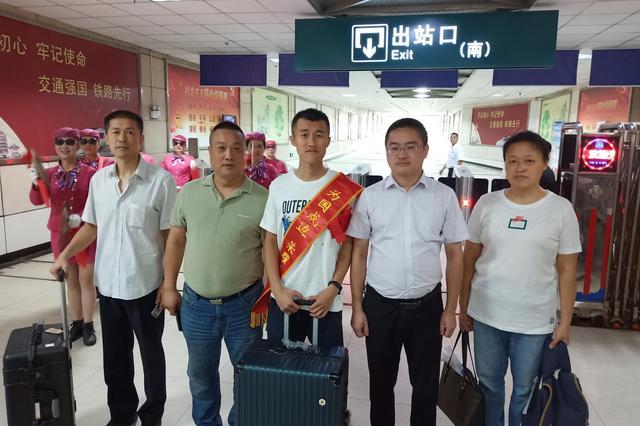 旺庄街道组织开展退役士兵返乡接站活动