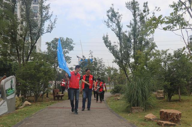 新安花苑五社区开展垃圾分类环保活动