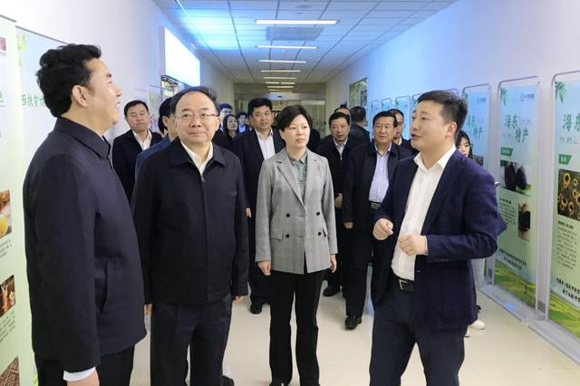 无锡海东协作扶贫华泽微福体验店在市民中心启幕