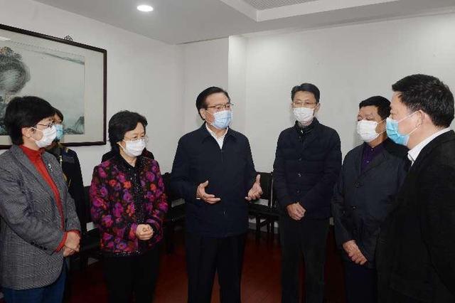 中共无锡市委书记黄钦走访民建无锡市委机关