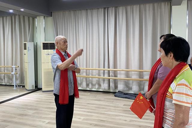 """梅村街道梅荆一社区开展""""歌唱祖国""""红歌会活动"""