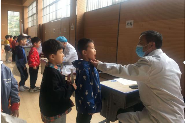 梅村街道社区卫生服务中心为锡梅小学学生健康体检