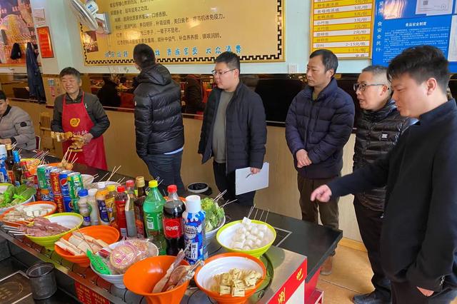 梅荆二社区进行沿街店面燃气安全检查