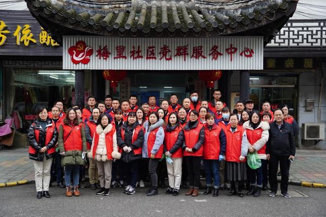 """梅村街道组织""""两新""""党员开展""""树新风、创文明""""志愿服务活"""